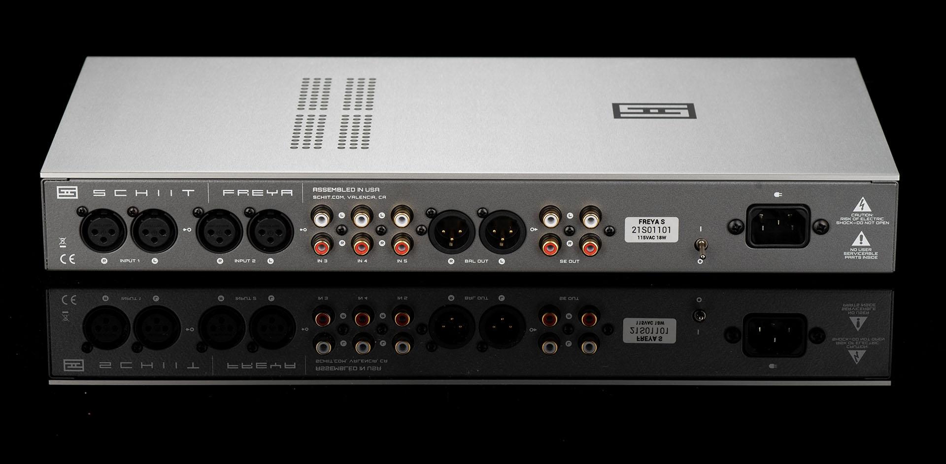 Behringer A800 (2x400W o 1x800W in classe D) - Pagina 12 Freya%20s%20back%201920