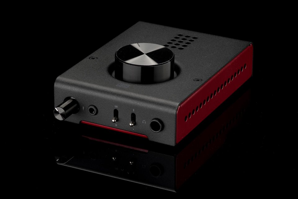 Schiit Hel High Power Gaming DAC//Amp D to A Converter and Headphone Amplifier with Microphone Input